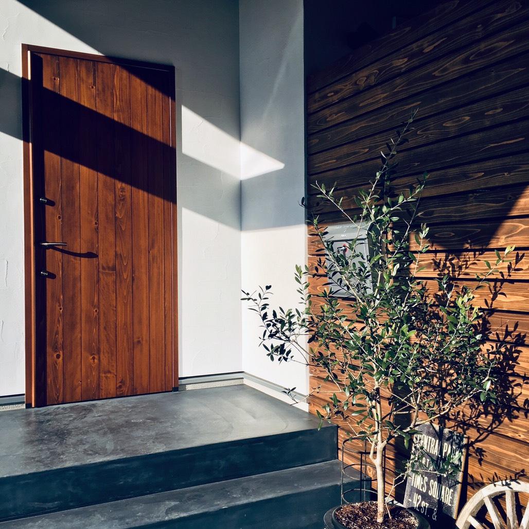 木製玄関ドア【福山市の注文住宅なごみの工房】